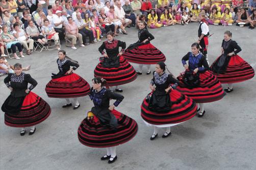 CErtamen de danza grupo de danzas Segovia